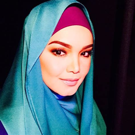 sitinurhaliza singer s manager wants people to stop