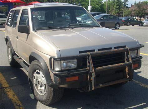 File:'90-'92 Nissan Pathfinder 4-door.jpg