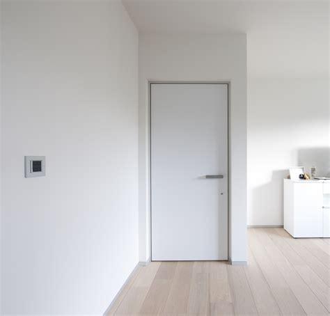 Porte Interieur Moderne by Porte Int 233 Rieure Blanche Moderne Avec Cadre En Alu
