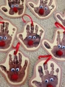 簡単可愛い 赤ちゃんや子供の手形足形アートで作るクリスマスの飾り11選 color ママカラー