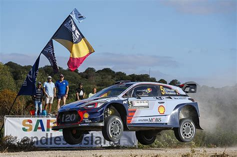 Thierry Neuville Rallye Beinahe Crash by Italy Wrc Neuville Leads Tanak After Thursday Stage