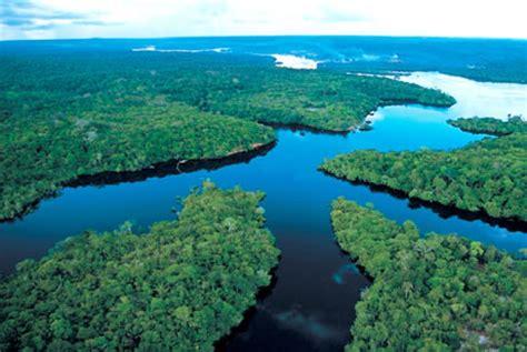 touristsparadise amazon river