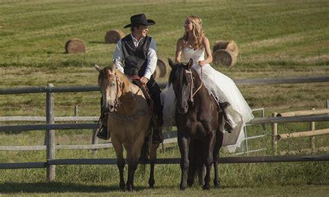 heartland actress amber marshalls rustic ranch wedding  canada   stuff  buy