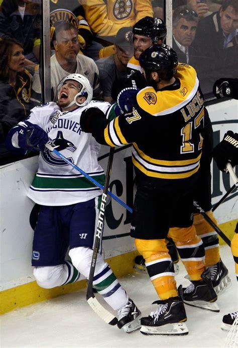 Alex Burrows Photos Photos  Vancouver Canucks V Boston