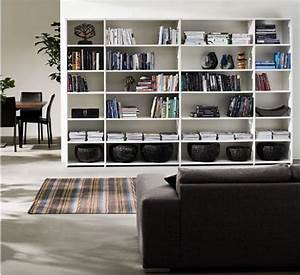 25 simple living room storage ideas shelterness for Organizing living room family picture ideas