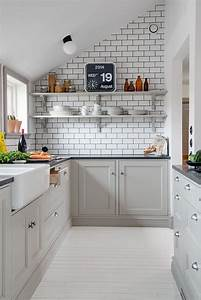 Decordots kitchen inspiration white tiles black grout for Kitchen cabinet trends 2018 combined with papier peint scandinave