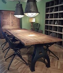 Bastelschrank Mit Tisch : industrie design tisch mit alten gusseisen beinen ~ A.2002-acura-tl-radio.info Haus und Dekorationen