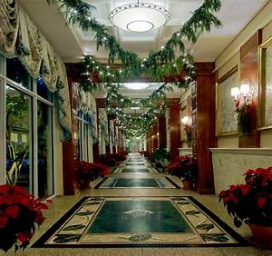 Christmas Hallway Decorating Ideas