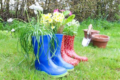 weekend diy project welly boot plant pots  thrifty