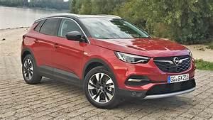 Opel Grandland X Rot : opel grandland x les premi res images de l 39 essai en live ~ Jslefanu.com Haus und Dekorationen
