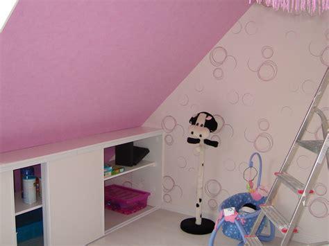 chambre bébé sous pente déco chambre fille sous comble