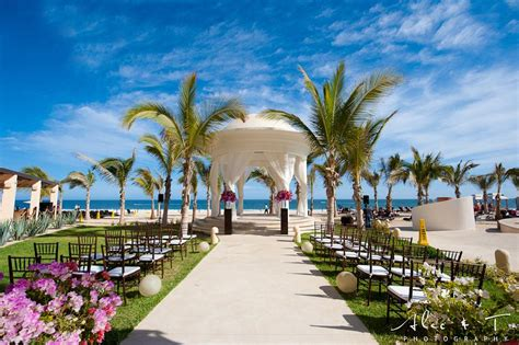 S The Best Time Of Year For Destination  Ee  Wedding Ee