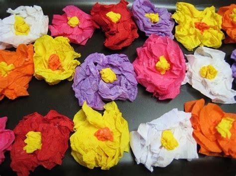 fiori di carta crespa facili per bambini fiori carta crespa fiori di carta carta crespa per