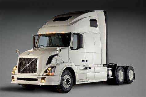 volvo truck penske orders 600 volvo trucks autoevolution