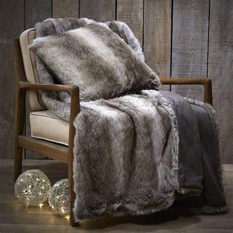 recouvrir un canape d angle le plaid fausse fourrure confort pour vous et style