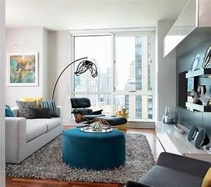 tapis gris salon qui rend l39atmosphere elegante et moderne With tapis shaggy avec canapé en palette europe