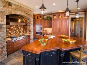 Wood Cabinets Kitchen Color and Style