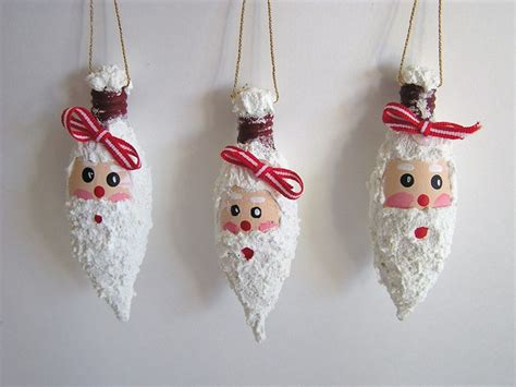 Turn Light Bulbs Into Christmas Ornaments