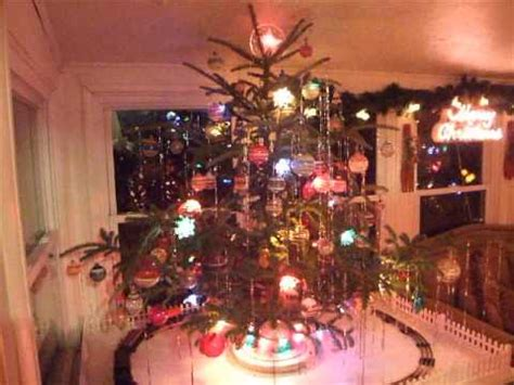 pre war lionel model trains   style christmas tree