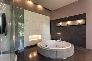 Laminatboden In Der Küche : badezimmer fliesen in braun tipps zum kauf ~ Lizthompson.info Haus und Dekorationen