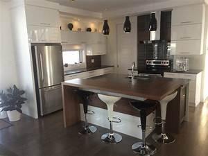 Ilot De Cuisine : cuisine avec des armoires laqu es construction abg ~ Teatrodelosmanantiales.com Idées de Décoration