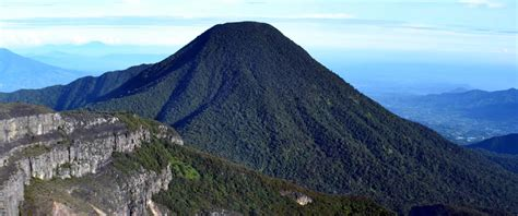long weekend  main  wisata gunung  dekat jakarta lho