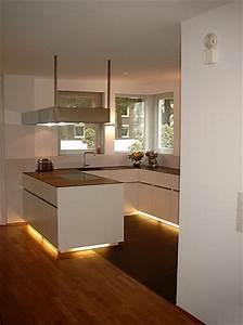 Arbeitsplatte Küche Verlängern : k che mit minimalistischer arbeitsplatte ~ Markanthonyermac.com Haus und Dekorationen