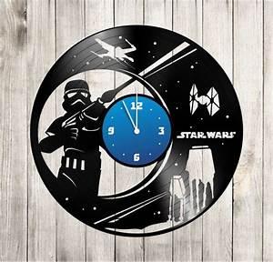 Star Wars Wanduhr : star wars aufkleber auf die vinyl wanduhr von sinteriorsshop free vinyl record clock record ~ Frokenaadalensverden.com Haus und Dekorationen