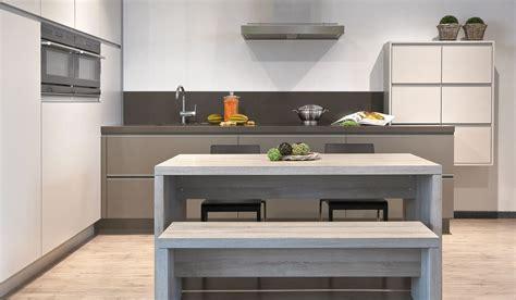 moderne keuken len hedendaags l vorm keuken met beige tinten dovy keukens