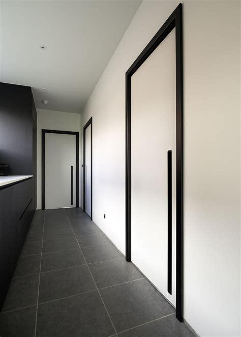 moderne binnendeuren met aluminium deurlijsten  doors
