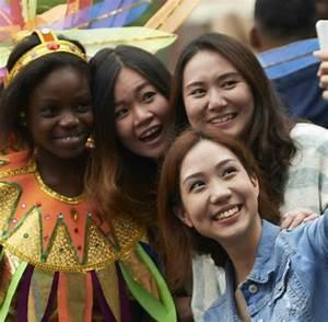 Notting Hill Stadtteil : gro britannien brauchtum karneval im londoner stadtteil notting hill welt ~ Buech-reservation.com Haus und Dekorationen