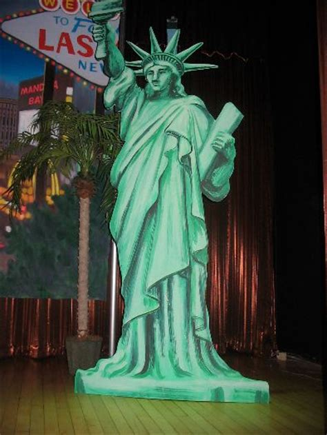 statue  liberty cut   event magic party