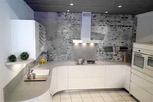 beautiful cuisine en laque blanche arrondie avec passage With amazing meuble cuisine blanc laque 11 cuisines sur mesure et premier prix