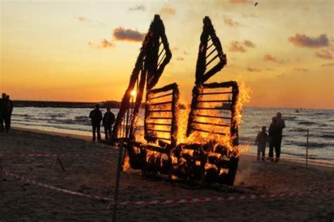 Senās uguns nakts, tūrisma sezonas noslēgums Pāvilostā un Ziemupē - Kurzemes tūrisma asociācija