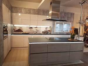 Kleine Küche Mit Elektrogeräten : nobilia musterk che exclusive einbauk che im grifflosen design mit kochinsel durch die ~ Sanjose-hotels-ca.com Haus und Dekorationen