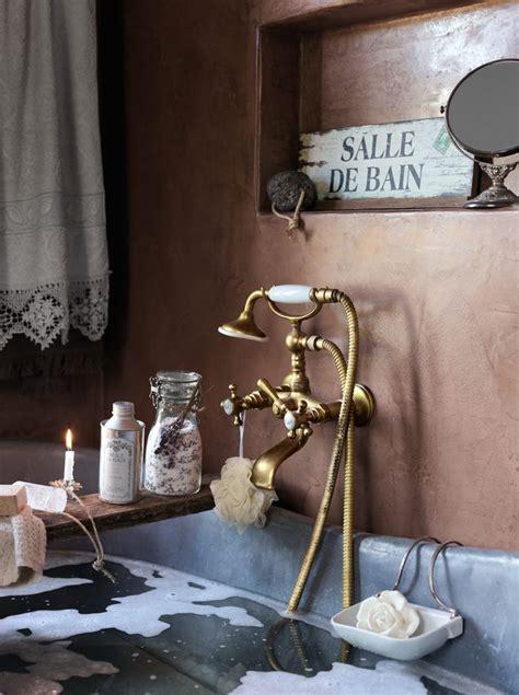 catchy decorating ideas  bathrooms