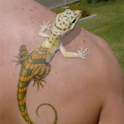 realistic shoulder tattoo lizard shoulder tattoo