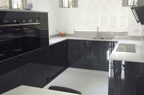 plan de travail cuisine gris clair cuisine gris anthracite 56 idées pour une cuisine chic