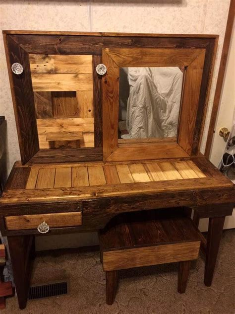 rustic pallet vanity  stool easy pallet ideas