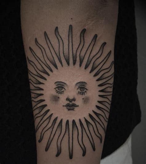 tatouage soleil  tatouages originaux pour une femme