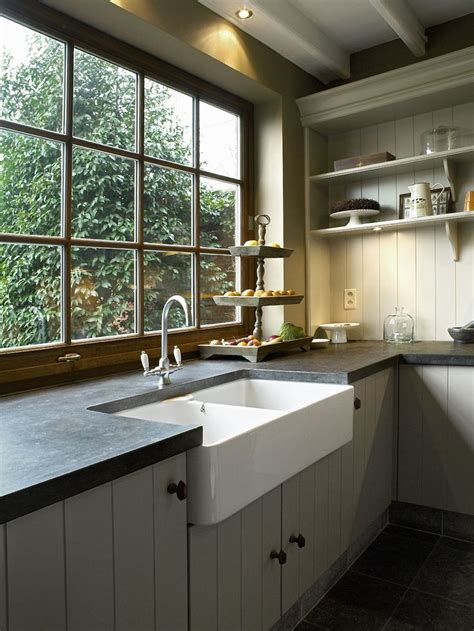 sinks for small kitchens best 25 kitchen sink window ideas on kitchen 5292