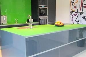 Wandverkleidung Küche Glas : bunte arbeitsplatten frische haus ideen ~ Markanthonyermac.com Haus und Dekorationen