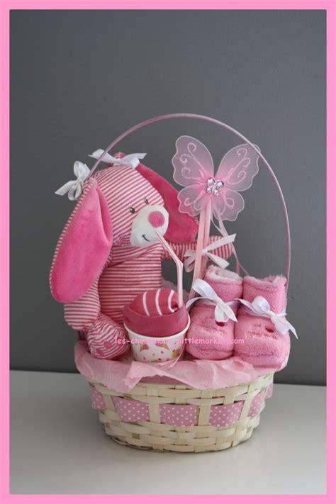 cadeau original naissance bapteme gateau de couches rose