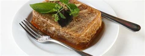 SestDienas receptes: Cūkas stindzenis un sviesta pupiņas baltvīna mērcē / Diena