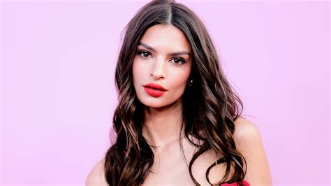 Emily Ratajkowski Is Pregnant With Her First Child | Glamour