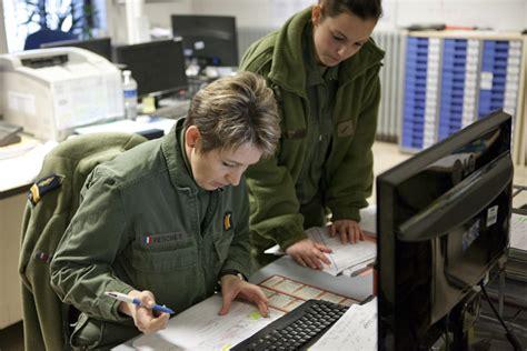bureau central des archives administratives militaires le ministère de la défense au féminin