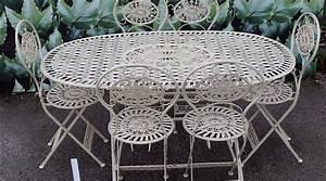 Table De Jardin Solde : grand salon de jardin oval avec six chaises ~ Teatrodelosmanantiales.com Idées de Décoration