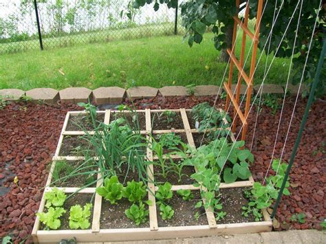 Vertical Square Foot Gardening by Gardening Tips For Small Gardens Patios Forgardening