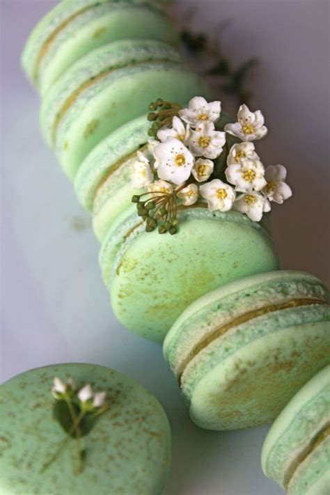 wedding macarons  ways  dazzle  guests french