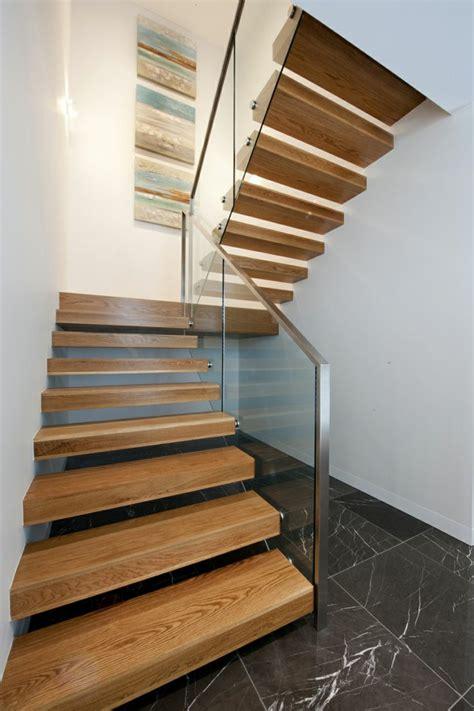 treppengeländer glas innen 40 treppengel 228 nder glas luftiges gef 252 hl im innendesign einsetzen